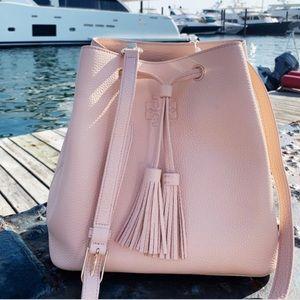 Tory Burch Thea bucket bag!💕